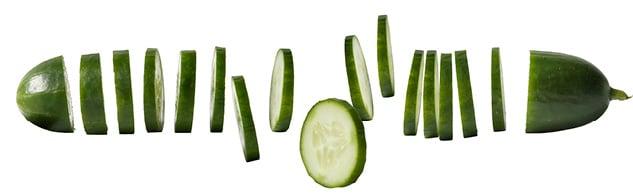 Concombre coupé en rondelles sur toute sa longueur
