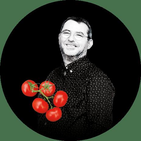 Portrait noir et blanc de Jean-René, producteur de tomates grappe et de tomates cocktail