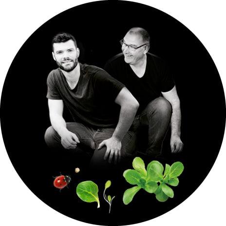 Portrait noir et blanc d'Alain et Thomas, producteurs de mâche, jeunes pousses de salades, roquette et épinards