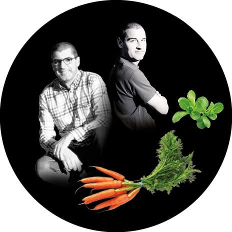 Portrait noir et blanc de louis et Bertrand, producteurs de carottes bottes, poireaux primeur et mâche